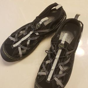 Shoes - J-41 Jeep Engineered Traction sole shoes size 9